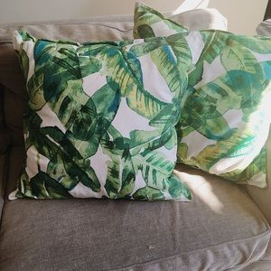Palm tree leave pattern pillows